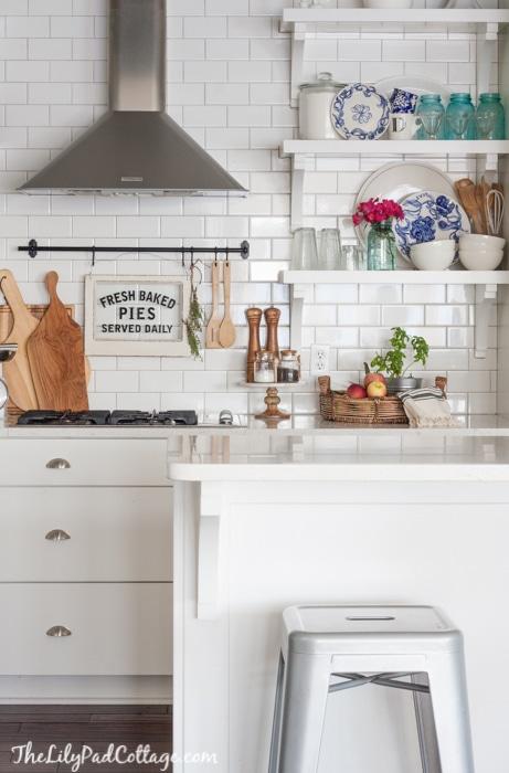 white-kitchen-decor-2