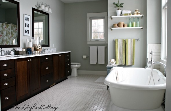 My paint colors 8 relaxed lake house colors the for Lake cottage bathroom ideas
