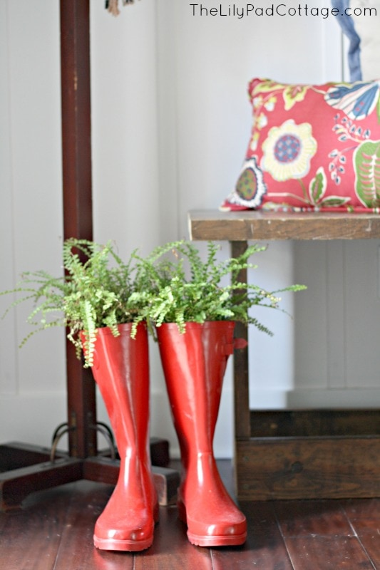 Rain boot planter and other fun entry way decor ideas