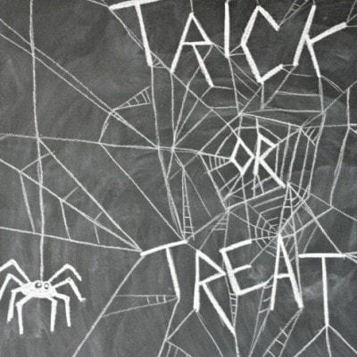 Easy 10 minute Halloween Chalkboard