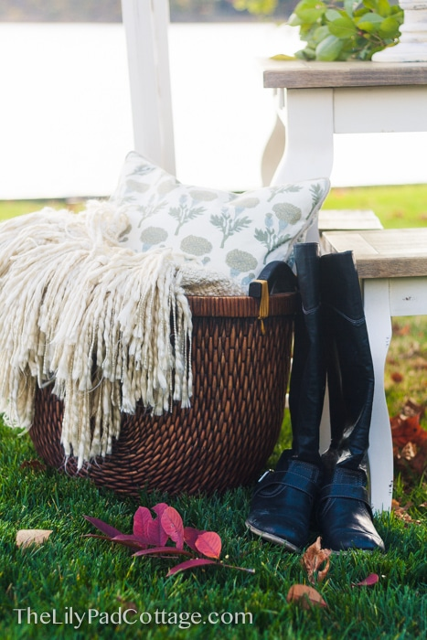 thanksgiving-table-boots