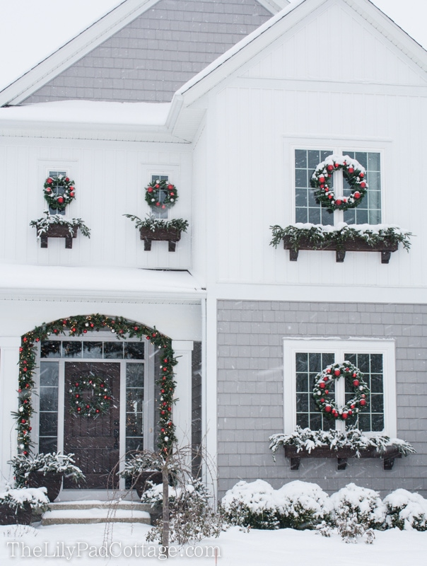 Outdoor Christmas Decor - The Lily Pad Cottage