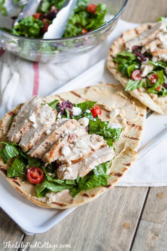 greek-salad-flatbread-with-chicken