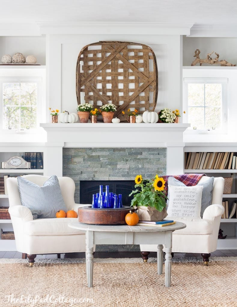 Fall Mantel with Mums and pumkins