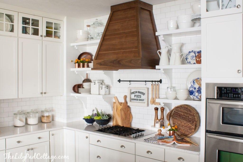 lWhite Cottage Kitchen fall decor