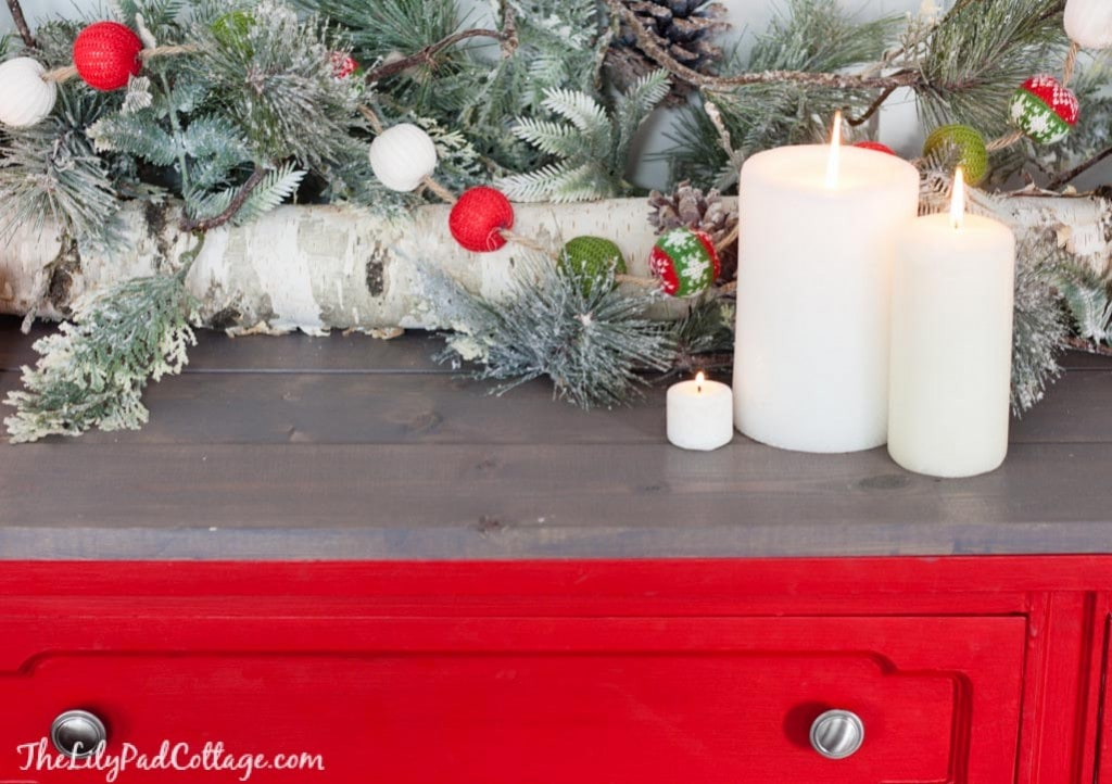 red-white-Christmas-decor-ski-lodge-49