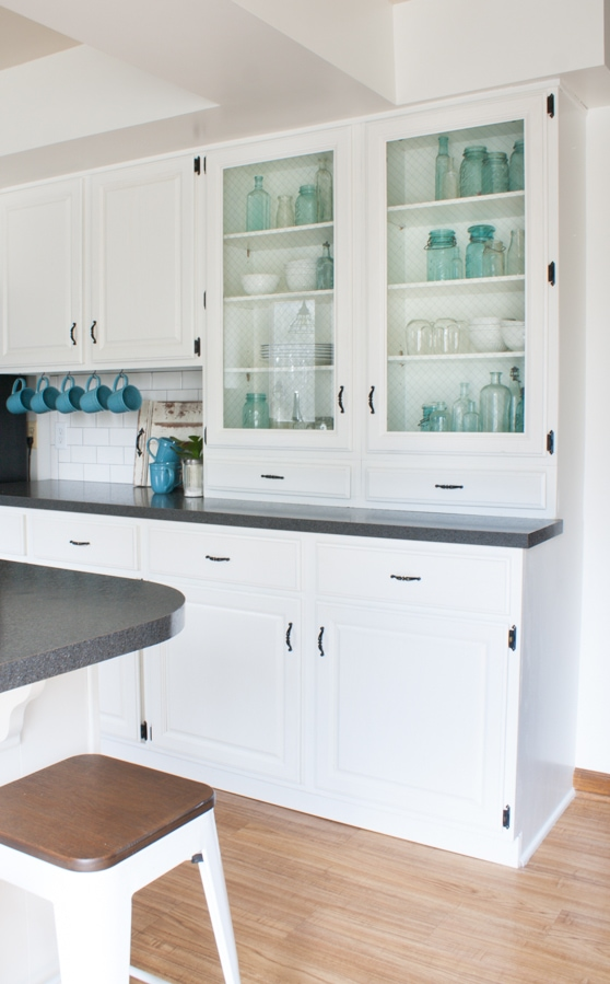 black and white farmhouse kitchen makeover - White Farmhouse Kitchen