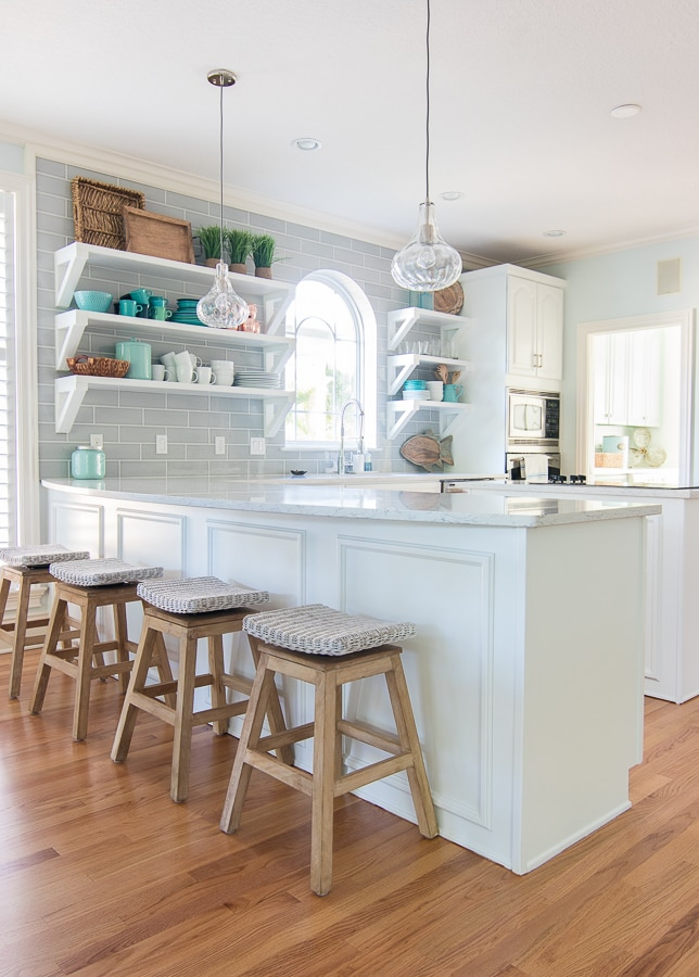 Coastal white and grey kitchen