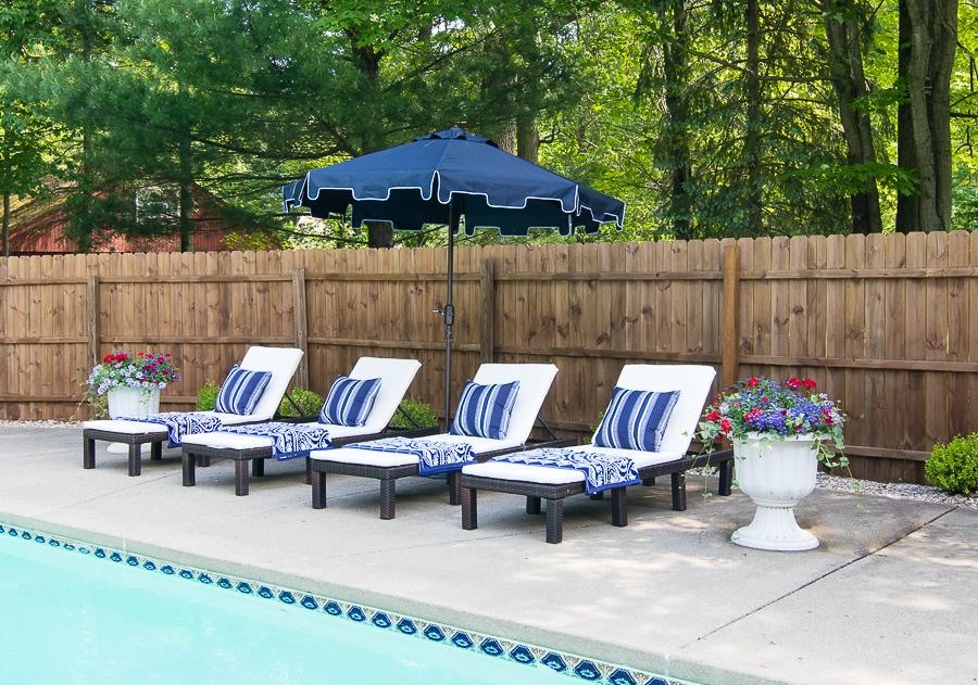 white pool lounge chairs