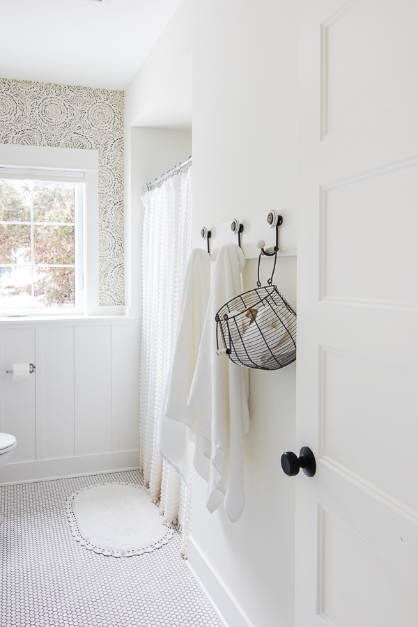 blue and white bathroom design white towels