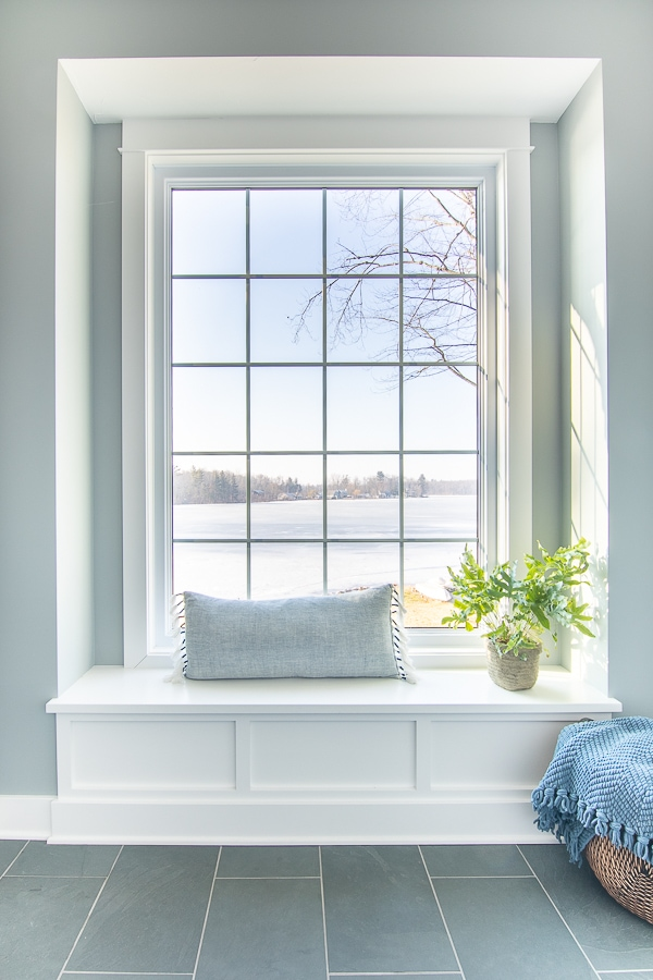 window seat in lake house mudroom
