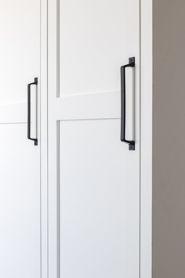 white cabinet lockers