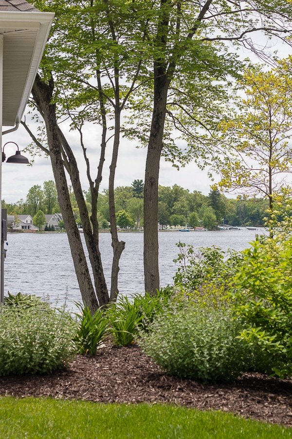 lake house landscaping design