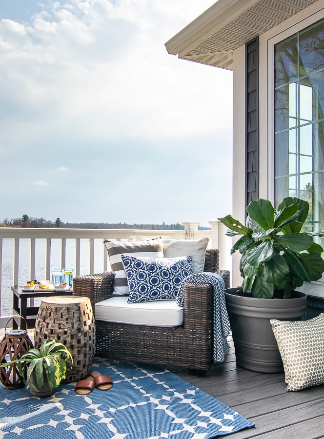 outdoor deck furniture blue and white rug