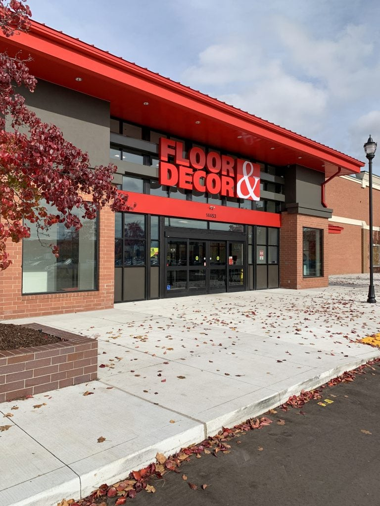 Floor and Decor flooring store