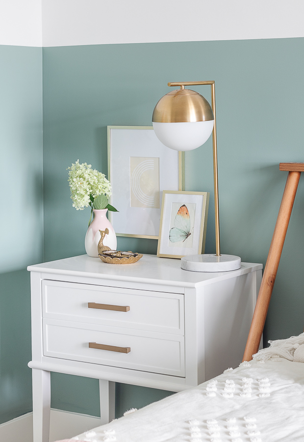 white and brass nightstands, brass lamp