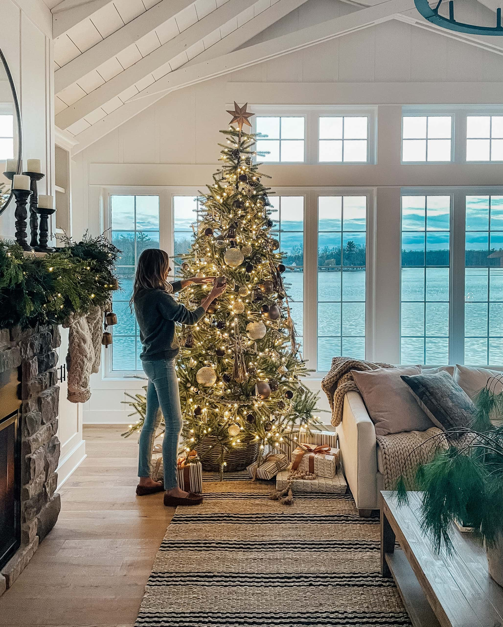 Lake House Christmas Decor