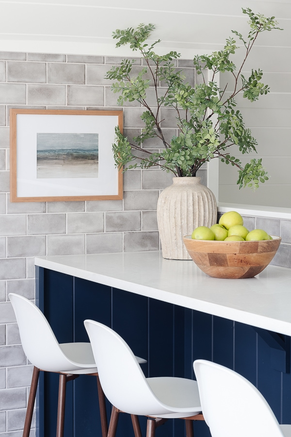 gray subway tile blue note by benjamin moore cabinets